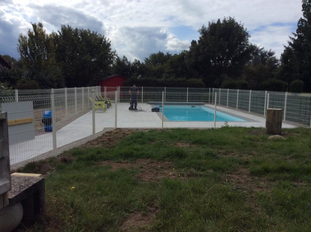 Amenagement exterieur cloture ides amnagement paysager for Habsheim piscine